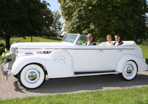 Buick Roadmaster Cabrio Hire for perfect Wedding Vintage Car Hire